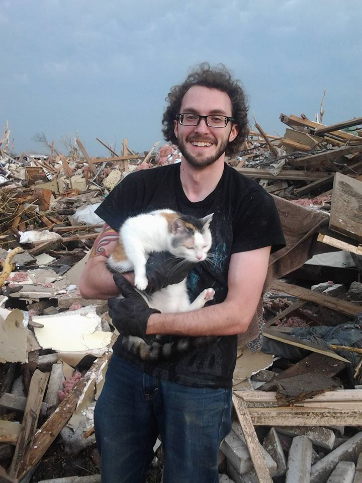 Man Finds Brother's Cat in Debris of Home Destroyed by Moore Tornado