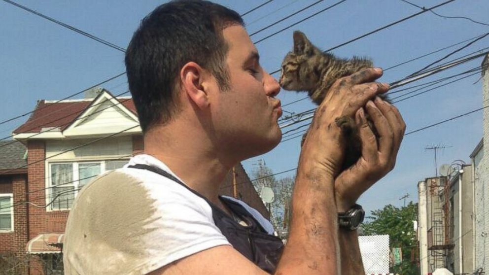 Cop rescues kitten and poses for cutest pic ever