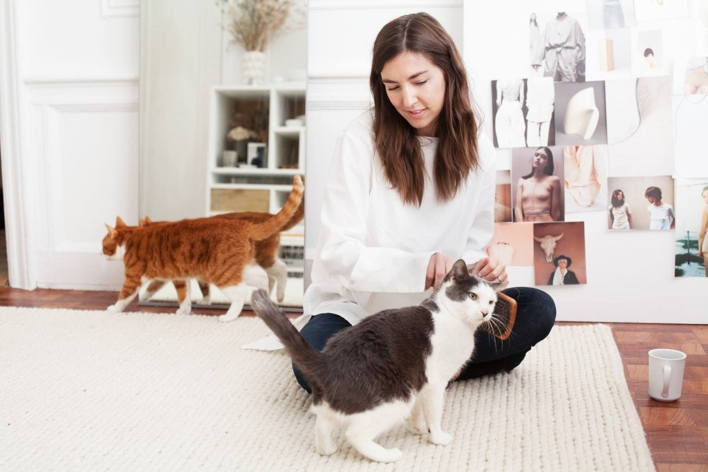 """Photographer Redefines """"Cat Lady"""" Stereotype"""