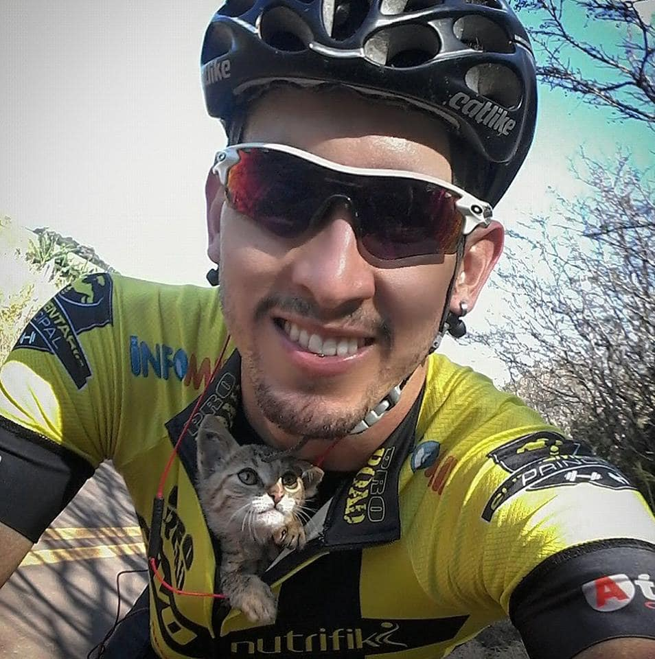 Cyclist Rescues Kitten and Carries Him to Safety…in His Jersey